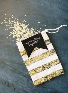 Schattig zakje voor je confetti. Sparkles op je zwart + goud bruiloft!