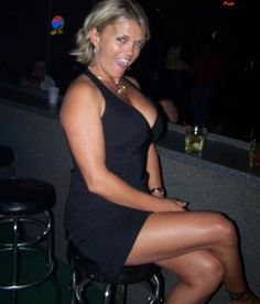 """Younger Men And Cougar Dating Now (""""Looking for a willing cub """" Meet sugar momma,...)"""