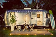 a dressed-up Airstream camper camping-glamour-glamping Vintage Campers, Airstream Vintage, Camping Vintage, Vintage Travel Trailers, Vintage Caravans, Kombi Motorhome, Airstream Campers, Camper Trailers, Airstream Living
