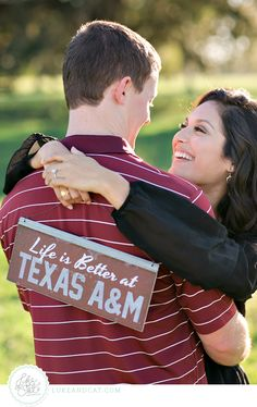 Aggie engagement photo idea // photography by www.lukeandcat.com