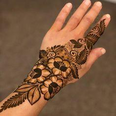 Khafif Mehndi Design, Floral Henna Designs, Latest Bridal Mehndi Designs, Henna Art Designs, Modern Mehndi Designs, Mehndi Designs For Girls, Mehndi Designs For Beginners, Mehndi Design Photos, Wedding Mehndi Designs