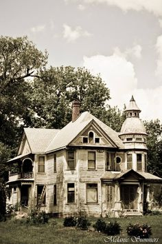 Old Farm House.. Kansas. Beautiful and reminiscent of my grandparent's farm house in WI