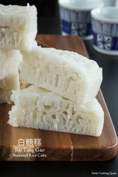 Rice flour, sugar, and instant yeast are the only three ingredients you need to prepare this classic Chinese steamed rice cake (bai tang gao), and a steamer! Chinese Rice Cake Recipe, Sweet Rice Cake Recipe, Chinese Cake, Korean Rice Cake, Rice Cake Recipes, Rice Cakes, Food Cakes, Dessert Recipes, Chinese Food