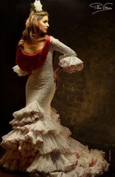 no hay nada mas andaluz que nuestros tipicos vestidos de gitana