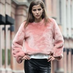 #stealthelook #look #looks #streetstyle #streetchic #moda #fashion #style #estilo #fluffly #couro #leather #fauxfur #sueter #pink