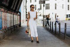 Während unserem #bloggerbazaarHQ haben wir unsere Lieblings-Streetstyle-Stars in den RebelleKleiderschrank und dann vor die Linse von unserem Fotografen Hyped Vision geladen. Es ist jedes Mal so spannend zu sehen wie jede Einzelne der Bloggerihren ganz individuellen Look aus dem Luxus-Sortiment von Rebelle zusammenstellt. Mehr gibt's hier: http://www.blogger-bazaar.com/2016/07/06/bloggerbazaarhq-best-street-style/ Fashion, Streetstyle, Blogger, Lena Lademann, White, Dress, Sunglasses