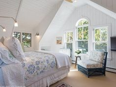 For Sale - 10 Oak St, Kennebunk, ME - $1,599,000. View details, map and photos of this single family property with 5 bedrooms and 4 total baths. MLS# 1330470.