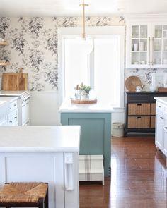 Big Houses, Kitchen Island, Farmhouse, Instagram, Home Decor, Videos, Photos, Kitchens, Island Kitchen