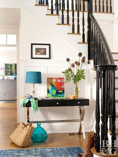 High-gloss black paint transforms the balusters and railing on this basic staircase. White risers and wood treads hang back to let the dramatic railing shine. This stair railing idea is easy to replicate—all you need is a little paint and time. Black Painted Stairs, Painted Stair Railings, Black Stair Railing, Wood Railings For Stairs, Indoor Railing, Black Staircase, Staircase Railing Design, Wood Handrail, Painted Staircases
