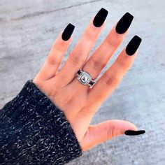 matte 36 kantige Ideen, damit matte schwarze Nägel die Maniküre-Monotonie brechen 36 edgy ideas for matte black nails to break the monotony of manicure - the to the Black Acrylic Nails, Black Coffin Nails, Matte Black Nails, Black Nail Art, Gold Nails, Long Black Nails, Matte Red, Black Acrylics, Hair And Nails