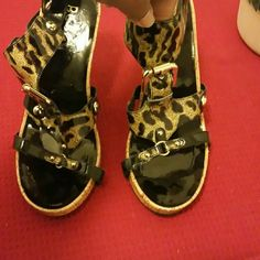 """Bcbg animal print heel Animal print heel by BCBG. 4""""heel.Great shoe just too small for me as you can see lol. BCBG Shoes Heels"""