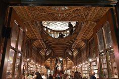 Livraria Lello, Porto, Portugal, uma das inspirações de JK Rowling para criar Hogwarts, da saga Harry Potter.
