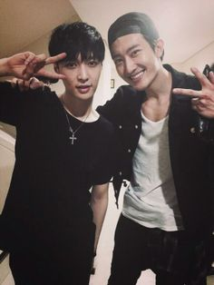 "Zhoumi's twitter ""With our Lay"""