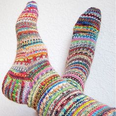 "Ravelry: mademoiselle-c& ""Get rid of terrible sock yarn"" socks - I love this idea! Knitting Blogs, Knitting Projects, Crochet Projects, Knitting Patterns, Crochet Patterns, Crochet Socks, Knitting Socks, Hand Knitting, Knit Crochet"