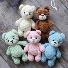 Everyone needs a little crochet bear. Here is a free teddy bear amigurumi pattern to make a cute toy. Make your own crochet bunny using this easy free amigurumi pattern. Designed by Lena Khokhlova (Ami Toys). This free amigurumi pattern will help you to c Crochet Snowman, Crochet Mouse, Crochet Bunny, Cute Crochet, Crochet Dolls, Crochet Animals, Giraffe Crochet, Crochet Parrot, Crochet Birds