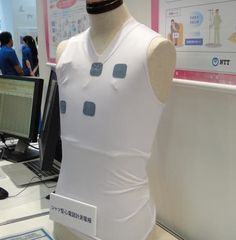 Undershirt monitors heart rate with wearable electrodes via @CNET