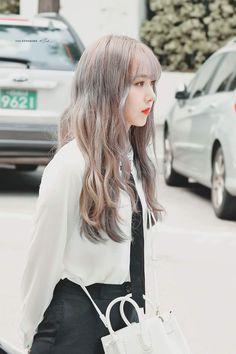 at KBS Music Bank building Kpop Girl Groups, Korean Girl Groups, Kpop Girls, Rapper, Sinb Gfriend, G Friend, Queen B, Girl Bands, Beautiful Asian Girls