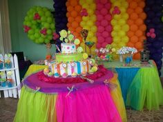 Lollipop cake with colorful table decor
