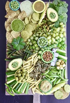 Patrick's Day Platter will make your guests go green with envy! Made with Green Fruits, veggies dn nuts. Serve with Green dips and spreads Best St. Patrick's Day Platter patricks day party ideas St. Antipasto, Crudite, St Patrick Day Snacks, St Patricks Day Food, Snack Platter, Party Food Platters, Platter Ideas, Food Buffet, Fruit Vert