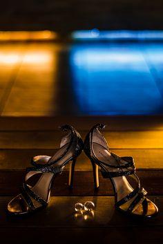Avem placerea sa va prezentam unul dintre cele mai frumoase evenimente si anume o nunta la Castel Cantacuzino cu Flori si Bogdan. Castelul Cantacuzino din Busteni este o locatie magnifica pentru cuplurile ce vor sa isi uneasca destinele. Aceasta locatie de nunta pune la dispozitie, pe langa castelul in sine, o priveliste extraordinara ce creeaza cadrul de poveste. Wedding Rings Wedding shoes Verighete Cabo, Wedding Rings, Wall Art, Photography, Fotografie, Photograph, Wedding Ring, Photo Shoot, Fotografia