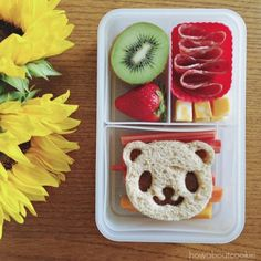 These Easy Bento Lunch Box Ideas for Kids are great for encouraging picky eaters to try new foods! These kids bento box lunches are quick, easy, and totally adorable! Best Bento Box, Bento Box Lunch For Kids, Bento Kids, Kids Packed Lunch, Kids Lunch For School, Lunch Ideas, Japanese Bento Box, Japanese Kids, Lunch Meal Prep