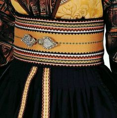 Folk Costume, Costumes, Tablet Weaving, Ethnic, Dolls, Band, Bridal, Design, Style