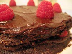 The best gourmet cakes and sweet treats for vegans Vegan Chocolate, Chocolate Cake, Raspberry Ganache, Gourmet Cakes, Mexico Food, Fudge Cake, Raw Vegan, Sweet Treats, Food Porn