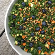 Grønkålssalat med blåbær og ristede græskarkerner 2 Veggie Recipes, Healthy Dinner Recipes, Vegan Challenge, Vegan Curry, Vegan Meal Prep, Vegan Thanksgiving, Vegan Kitchen, Vegan Gluten Free, Food Inspiration