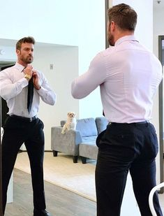 Menswear and suits compendium Beard Suit, Athletic Models, Costume Sexy, Smart Outfit, Muscular Men, Suit And Tie, Well Dressed Men, Bearded Men, Mens Fitness
