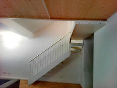 Platzsparende Treppe - Modell LASER aus Holz in weiß - www.formstep.at Stairs, Design, Home Decor, Spiral Stair, Space Saving, Scale Model, Stairway, Decoration Home, Staircases