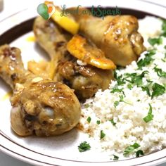 Baked Lemon Garlic Chicken is packed with tons of delicious and fresh flavors. Extremely easy to whip up in just 30 minutes enjoy this tender and juicy lemon ch Healthy Meal Prep, Healthy Eating, Healthy Recipes, Diabetic Recipes, Yummy Recipes, Keto Recipes, Healthy Food, Baked Lemon Garlic Chicken, Clean Eating Chicken