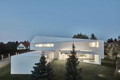 KWK promes, the architecture firm led by robert konieczny, has designed 'quadrant house' with a moving terrace that responds to the path of the sun. Houses In Poland, Studio Floor Plans, Terrace Design, Terrace Decor, Roof Shapes, Gable Roof, Indoor Outdoor, Outdoor Decor, Design Strategy