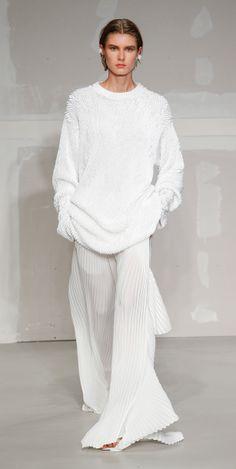 Krizia Spring 2018 Ready-to-Wear Fashion Show Collection: See the complete Krizia Spring 2018 Ready-to-Wear collection. Look 29 Fashion 2018, Fashion Week, Spring Fashion, Autumn Fashion, Hippy Fashion, Fashion Looks, Vogue Russia, Fashion Show Collection, Spring Summer 2018