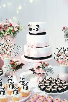Mêsverssário do Panda Baby Girl Birthday Cake, Panda Birthday Party, Panda Party, 1st Birthday Girls, Bolo Panda, Panda Baby Showers, Panda Decorations, Baby Tea, Panda Cakes