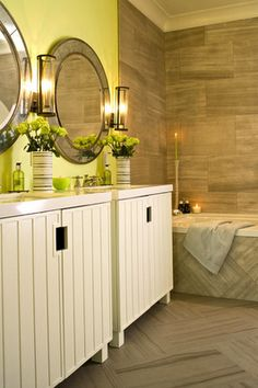 contemporary yellow #bathroom by designer Amanda Nisbet