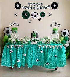 Decoración estilo fútbol Football Theme Birthday, Soccer Birthday Parties, Soccer Party, Sports Party, Boy Birthday, Soccer Baby Showers, Party Background, Birthday Decorations, Holidays And Events