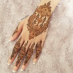 When you are looking for trying something new and got bored with traditional mehndi designs then you should try these amazing Chinese mehndi designs Pretty Henna Designs, Mehndi Designs Finger, Finger Henna Designs, Mehndi Designs Book, Mehndi Designs For Girls, Mehndi Designs For Beginners, Modern Mehndi Designs, Mehndi Design Pictures, Mehndi Designs For Fingers