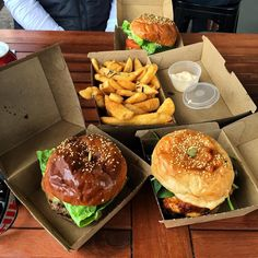 Last burgers at @wharfcommons in Port Fairy before they close. Everything was on point as usual! #wharfside #portfairy #wharfcommons #burgerporn #foodporn by krys_kot85 http://ift.tt/1UokfWI