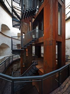 Torre Brasov  / Point 4 Space