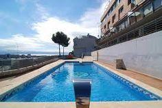 Très bel appartment avec accès à la piscine de comunauté, avec jolies vues depuis la terrasse et situé proche de toutes les commodités