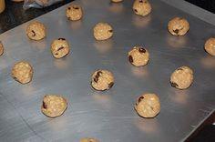 chocolate oatmeal freezer cookies Freezer Cookies, Chocolate Chip Oatmeal, Freezer Meals, Special Occasion, Muffin, Chips, Treats, Foods, Breakfast