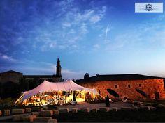 Se nos ha hecho de noche pero nuestras bodas y nuestros novios son espectaculares a cualquier hora. #bodaPyE #boda #ponferrada #leon #creandorecuerdos La Casona De Pittacum
