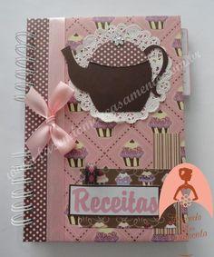 Dê a você mesma esse charmoso presente. Um caderno decorado para colocar suas receitas preferidas. Contém índice para receitas, duas divisórias (doces e salgados) e 40 folhas com linhas frente e verso. Diversas opções de capas e cores.