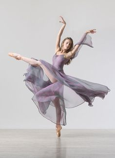 nlscentofawoman: Lois Greenfield Beauty in beautiful motion