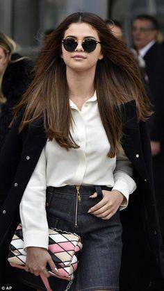 celebstills: Selena Gomez – Louis Vuitton Fashion Show in Paris, 392016 Selena Gomez Cute, Selena Gomez Outfits, Selena Gomez Pictures, Selena Gomez Style, Fashion Show Makeup, Fashion Outfits, Ootd Fashion, Cinderella Story, Jeanne Damas