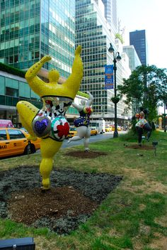 Niki de Saint Phalle (1930-2002) is renowned around the world. As we can see here, she made larger-than-life sculptures of the fantastic and the wonderful. Park Ave NYC a 'Nana'.