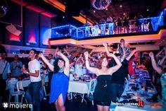 El público - Mmm! Cabaret by Despedidas Première. Restaurante temático especial para despedidas de solter@s. www.mmmcabaret