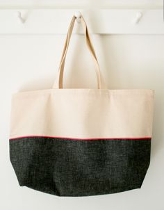 Mollys Sketchbook: Everyday Tote - Purl Soho - Knitting Crochet Sewing Embroidery Crafts Patterns and Ideas! Purl Bee, Sewing Tutorials, Sewing Projects, Tutorial Sewing, Bag Tutorials, Diy Projects, Tote Pattern, Bag Patterns, Sewing Patterns