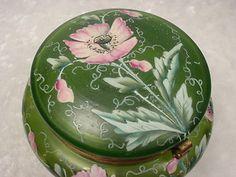 BEAUTIFUL ENAMELED GREEN ART GLASS BOHEMIAN TRINKET/DRESSER BOX NR! | eBay