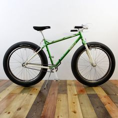 Beautiful bicycles featured on Culture Cycles of all sorts including commuter bicycles, road bikes, track bikes, cyclocross and mountain bikes. Single Speed Mountain Bike, Mountain Bicycle, Mountain Biking, Surly Bike, Urban Bike, Fat Bike, Bicycle Design, Bike Trails, Custom Bikes